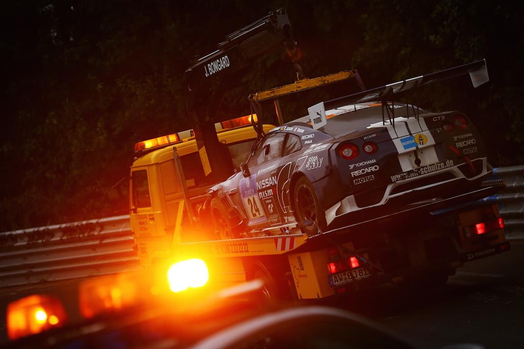 パドックへと回収される24号車。PHOTO:三橋仁明/N-RAK PHOTO AGENCY